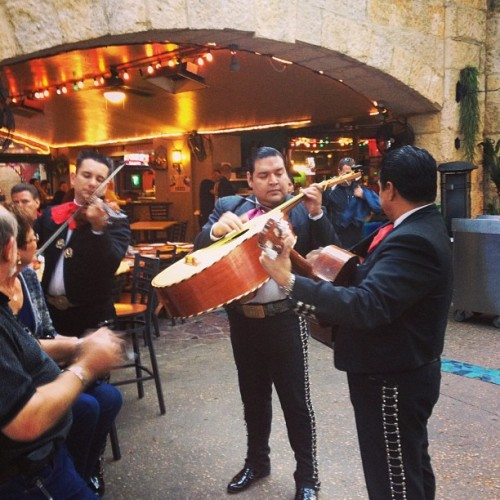 Sat and listened to a Mariachi band for a bit. I need to learn this stuff! #mariachi #music #riverwalk #sanantonio #friends #mylife #college