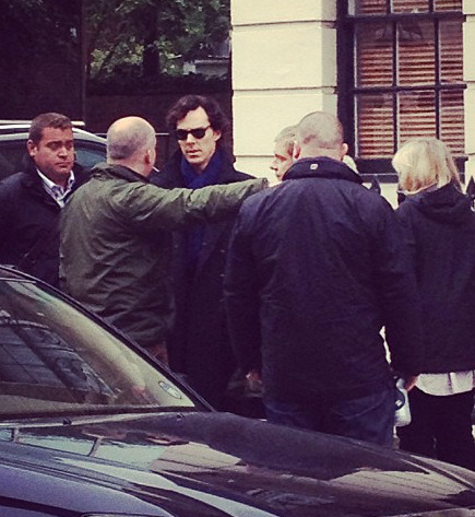 dudeufugly:  Benedict Cumberbatch arrives on Sherlock set - Speedy's (x)