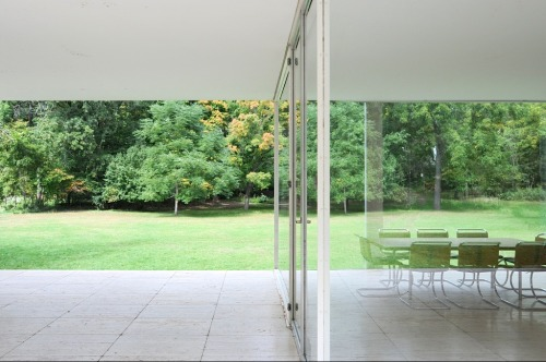 mostlymies:  Outside & in - the Farnsworth House. (1946-51)