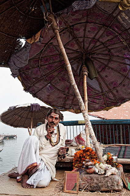 Tea time, Varanasi (India) 2011 © Rachel Carbonell