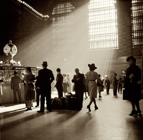 holyshithistory:  Grand Central Station in 1941.