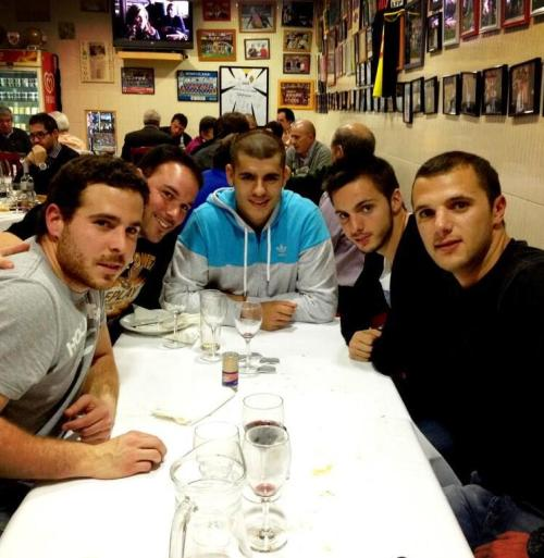 Alvaro Morata and Pablo Sarabia was having lunch with friends.(via moratacentral)