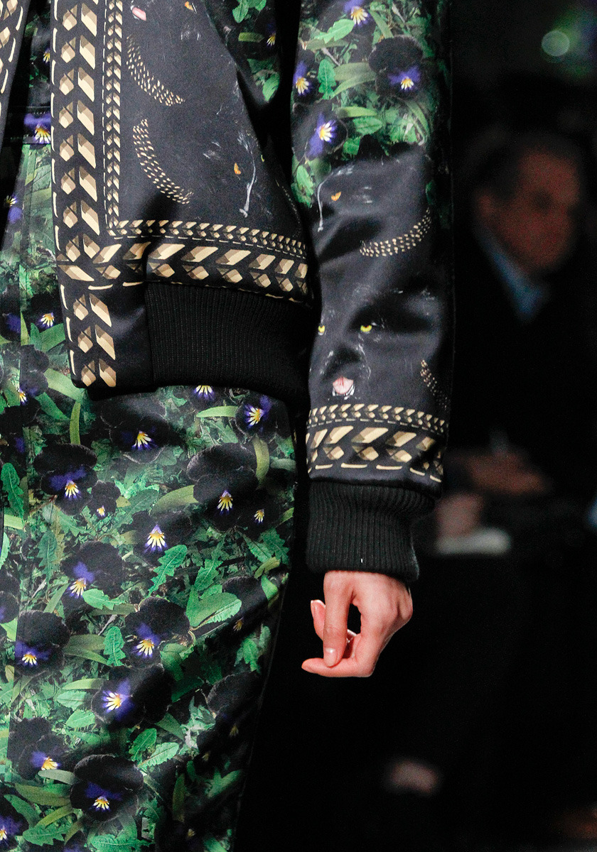 girlannachronism:  Givenchy fall 2011 rtw details