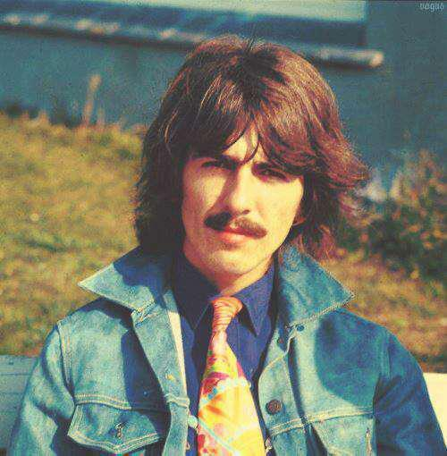 theotherfandomgirl:  George Harrison with Funny Tie.