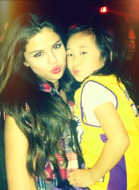 selgomez-news:  @selenagomez: Almost kidnapped a fan last night.. I can't handle how cute she was. I took at least 40 pics of us. Lol   Lol aweeee