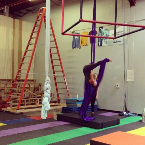Mom creepin on me during my #aerial #silks lesson. Another great trade! And perfect yoga motivation. #skycandy