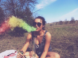 girlsgifdatabase:  Dreams and smoke