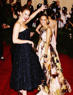 "Jennifer Lawrence & Sarah Jessica Parker at the ""PUNK: Chaos To Couture"" Costume Institute Gala 2013"