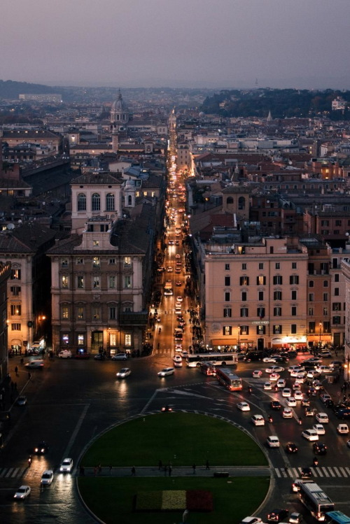 wander-lust-ful:   Rome   Seeing this makes me miss Rome and forget about how filthy and creepy it actually is in real life.