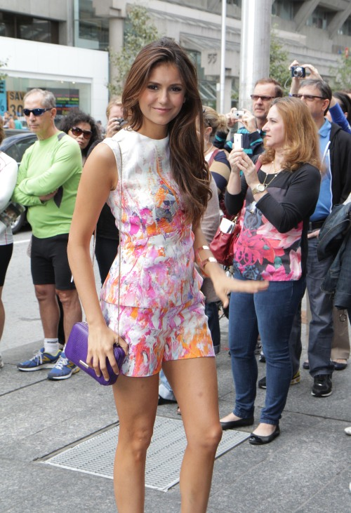 esscential:  a-c-n-e:  vanadia:  gotta love nina  Stunning  no it's elena ok