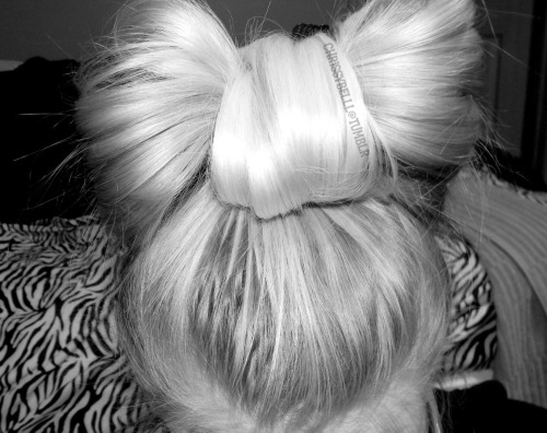 flawless-xo:  My hair bow <3