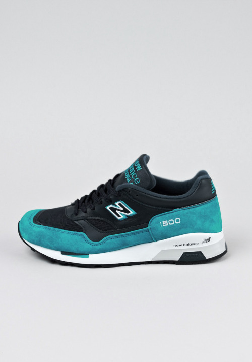 getyourtitsoutlove:  shoe-pornn:  New Balance 1500-PS special-Ocean/Black.  in love.