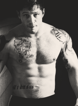 1/∞ Endless list of beautiful men  Tom Hardy
