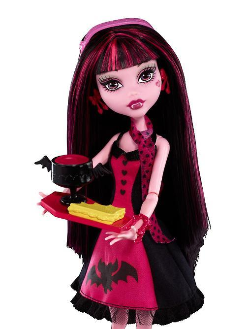 fuckyeahmonsterhighdolls:  Closeup of die-ner Draculaura.  I freaking love her dress!  It still strikes me as very strange that this wasn't an Operetta playset but i'm glad the Wal-Mart/Asda version comes with an exclusive Operetta