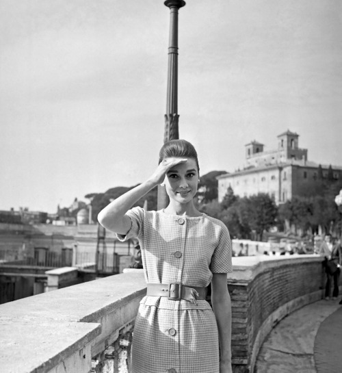 theniftyfifties:  Audrey Hepburn in Rome, 1959.