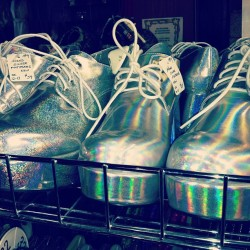 danaboulos:  jessijaejoplin:  Hologram platforms. @goulia  I need these!!! Where from???