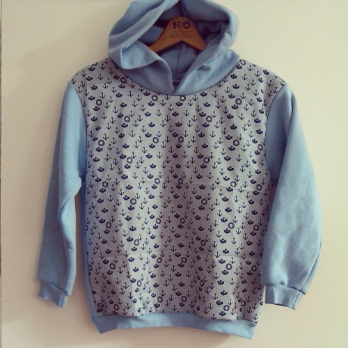 handmade childreens hoodie // #todayimadethis #ahoi #nautical #anchor #blue #sweater #buylocalthinkglobal