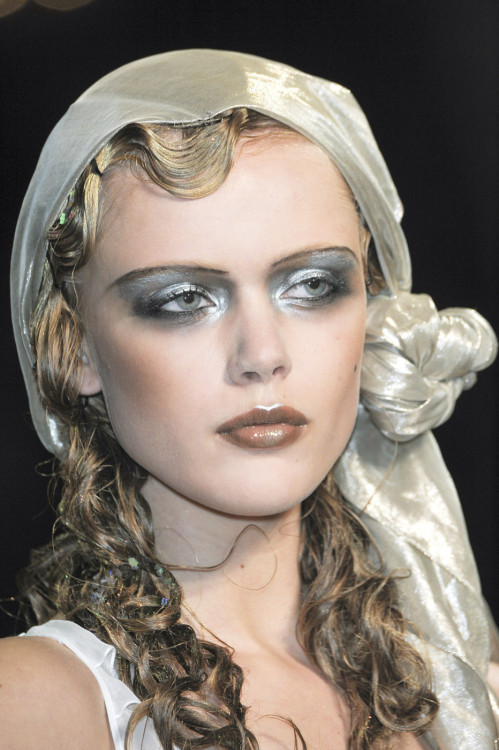 fashioninquality:  Frida at John Galliano Spring Summer 2011 | PFW