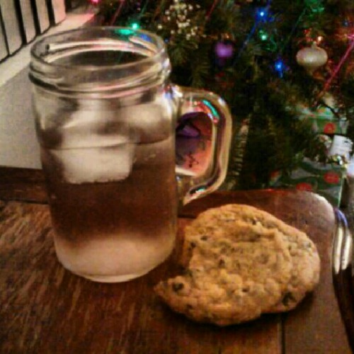 Champagne & chocolate chip cookies … the perfect match for my sleeping pill.