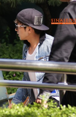 minwoo outside kbs.do not edit. cr: on pic