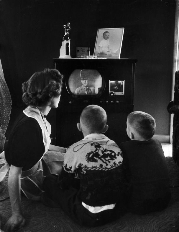 Watching a western on TV, 1950. By Alfred Eisenstaedt