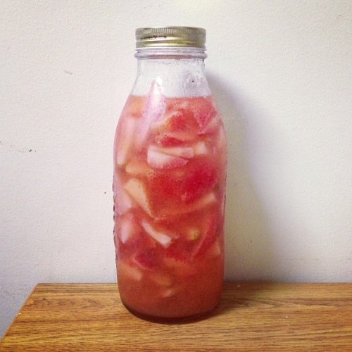 Strawberry lemonade sangria - first time making homemade sangria was definitely a success 🍷