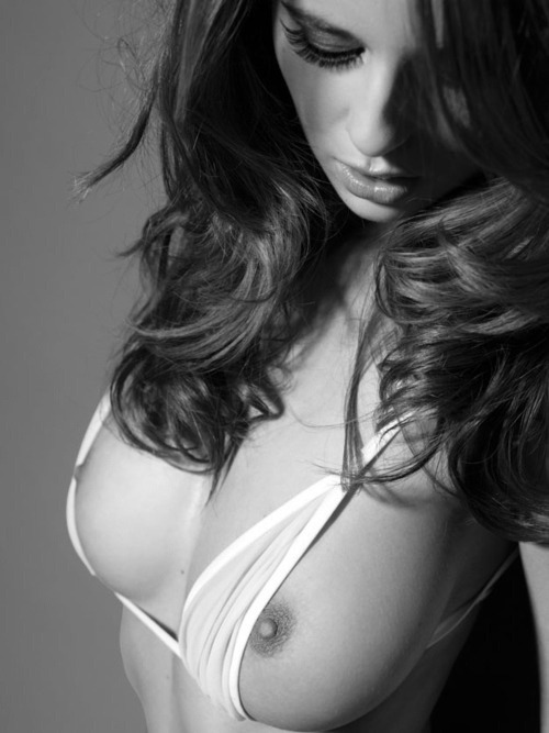 artizbeautiful:  Elle Basey is on artizbeautiful