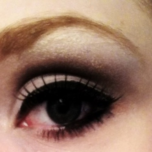 When I get bored I take pictures of my eye.. #makeup #eyeshadow