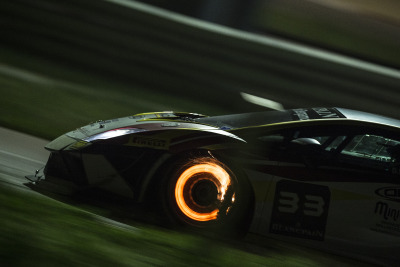 proceedwithspeed:  Crazy High-Res photo of a Super Trofeo Braking