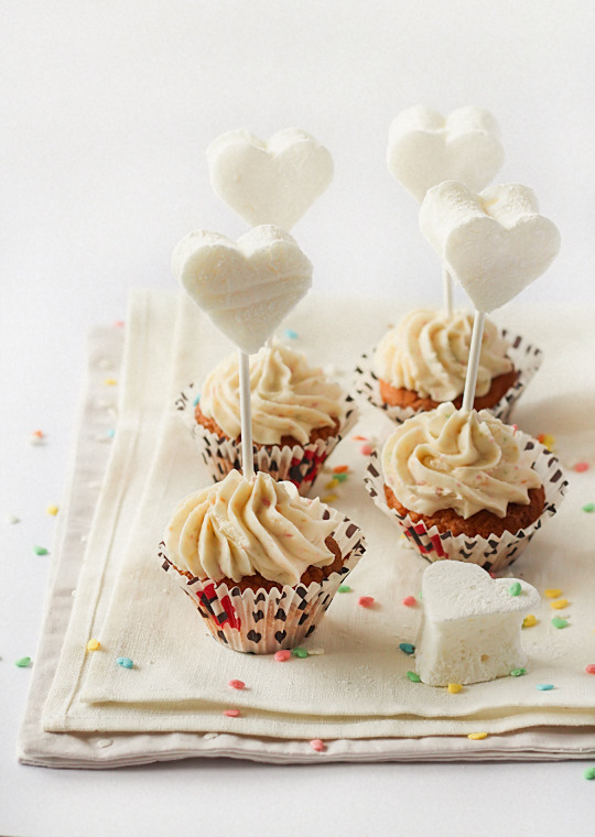 foodopia:  passion fruit cupcakes with marshmallow toppers: recipe here