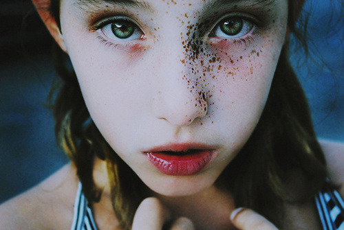 Amazing freckles, galaxy shaped, picture by Cristina Hoch.