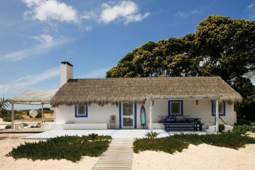 letmebeinspired2012:  Check out this Dream Cottage on the Portuguese Coast. More info and images here: http://www.letmebeinspired.com/a-dream-cottage-on-the-portuguese-coast