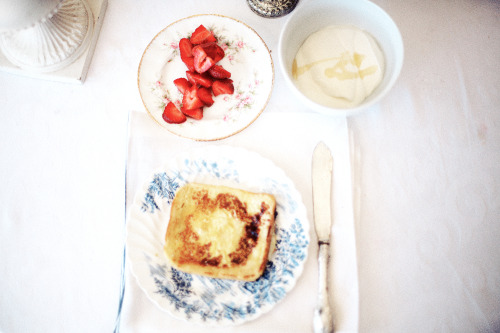 hawaiiancoconut:  French toast & Strawberries.