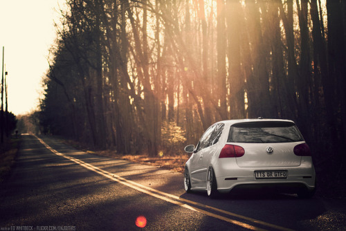 fingerslikedaggers:  Justin's Bagged MKV GTI by WhitbeckPhoto.com on Flickr.
