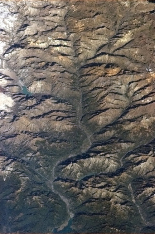 colchrishadfield:  Tentacles of an Andes river drain the meltwaters.  I'm a bit jealous of the colonel. I want to be in space. I wonder what they call the wifi network up there.