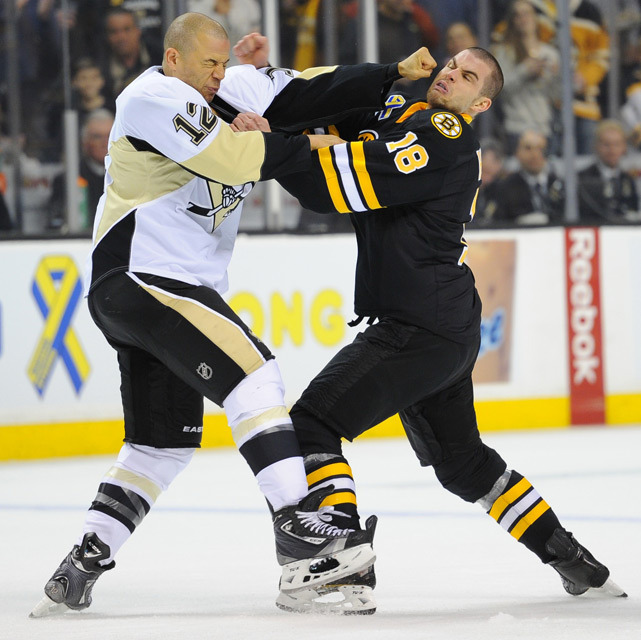 Jarome Iginla and Nathan Horton exchange blows during Saturday's Bruins-Penguins game at the TD Garden. (Brian Babineau/NHLI/Getty Images)