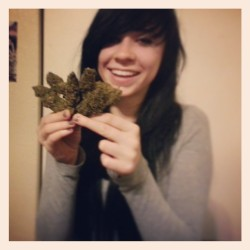 I have a bouquet of huge nugs. This makes me happy. #highface #nugs #faded #girlswhosmokeweed #marijuana #nugs #ganja #ganjagirls #420barbies #420lifestyle #stonersofinstagram #happy #me #allsmiles #girlsgoneweed