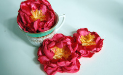 loveallblogs:  (via DIY tutorial: Handmade Peony flowers « Sweet Mabel)