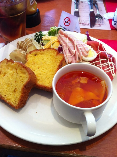 "Anna millers in shinagawa I got the Soup and Salad set with Pie, I think it was like 1600Y or 1800Y? Kinda pricy but it was good. A nice vegetable soup with cornbread and a ""Farmers Salad"" with a thousand island mushroom dressing."