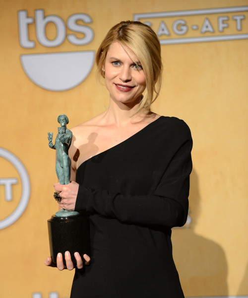 "At last night's Screen Actors Guild Awards, Claire Danes told E! News that her infant son Cyrus (real name) is ""getting fat."" ""He's getting rolls … thank goodness they've arrived.""  Look, I know that fat babies are healthy babies, but you really gotta be careful or you'll end up with a Harper Beckham situation on your hands. No one has seen her in months because Victoria can't pick her up anymore, and she had to go back to carrying handbags as accessories."