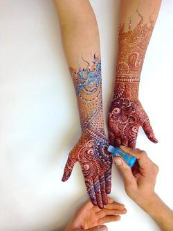 medicalbongrips:  cherry-and-also-bomb:  ♡♡♡   There's blue henna wtf!?!