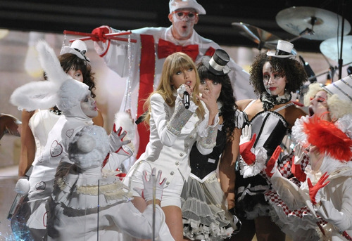 Taylor Swift Mocked Harry Styles In Her Grammys Performance Because She's Taylor Swift