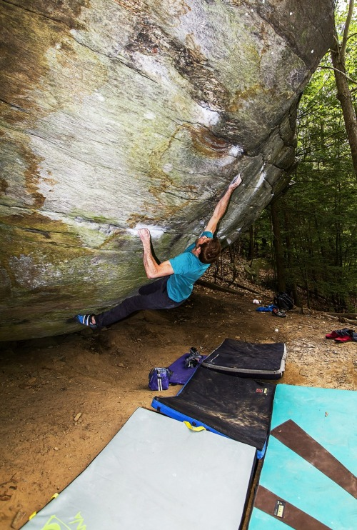 fernando-jimenez:  Stuck the crimper on Roses and Bluejays V13, psyched to go back and finish this one! #climbeverydamnday