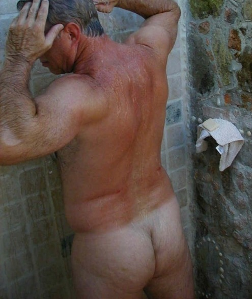 mykindofhotmen:I think it's time someone went and gave this daddy a bear hug in the shower.