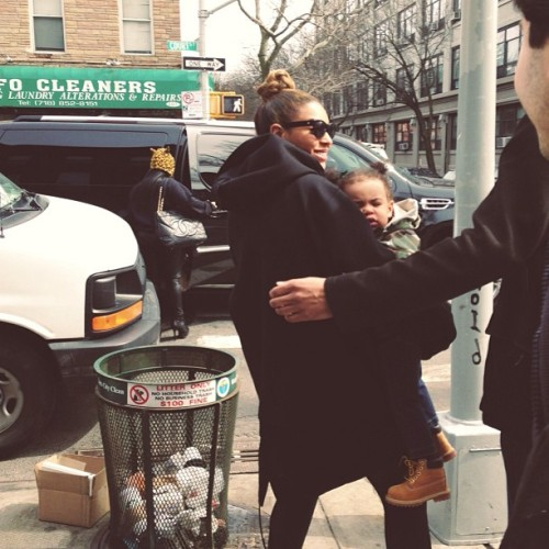 beyonceinfo:  Beyoncé and Blue Ivy in Brooklyn today