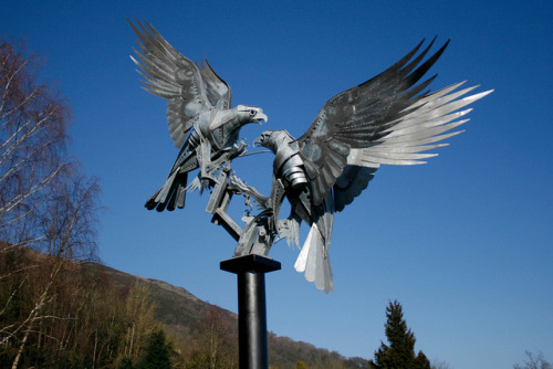 Buzzard Sculpture on Flickr.Perfect day for viewing the buzzard sculpture in Great Malvern @GreatMalvernUK @Great_Malvern @malvernlocal http://www.flickr.com/photos/sakurablythe/8488550403/