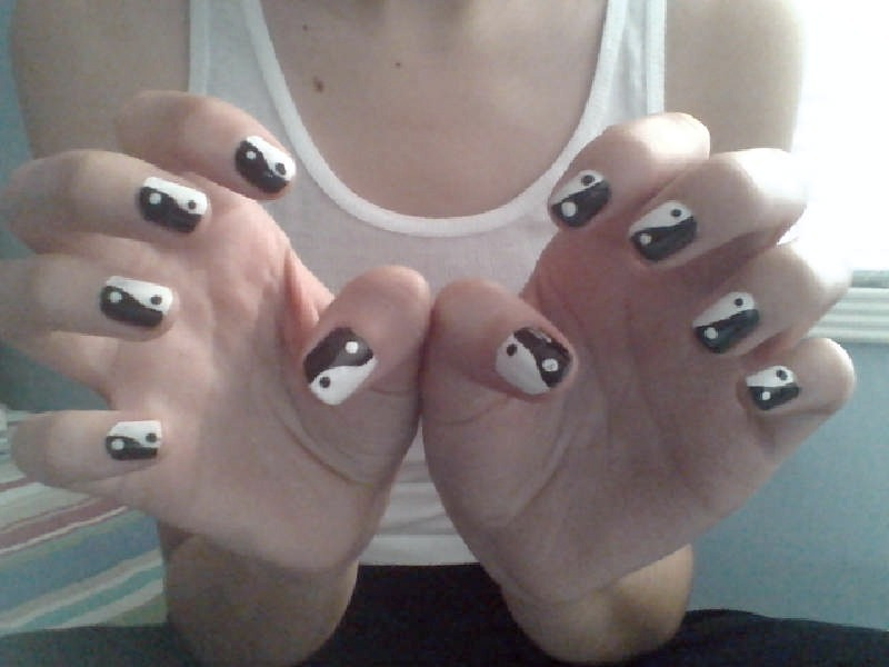 pastel-velvet:  my ying yang nails