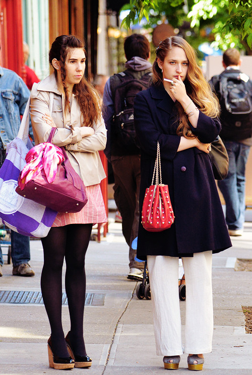 hermione:  Zosia Mamet and Jemima Kirke filming season 3 of 'Girls'