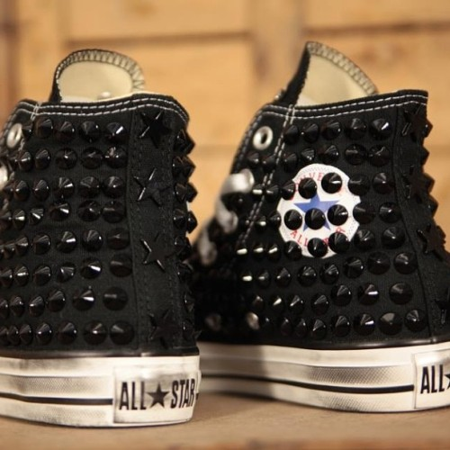 Uno dei nostri modelli preferiti, Classic Black/Black #Converse Ceramic. www.muffinonline.it #muffinshoes #muffinstore #muffinonline #muffinconverse #allstar #custom #shoes #scarpe #chaussures #chucks #chucktaylor #kicks #sneakers #onlineshop #milanomarittima #borchie #studs #studded #style #fashion #instafashion #accessori #accessories #moda (at www.muffinonline.it )