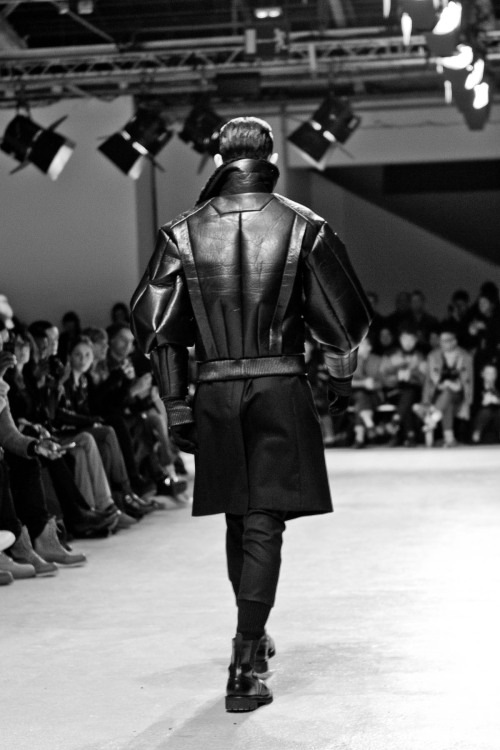 letmelickyounaked:  edge-to-edge:  JUUN. J – Paris Fashion Week FW13  ✘